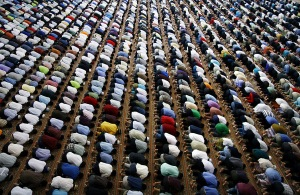 Malaysian muslims pray at a mosque in Kuala Lumpur on the second Friday noon prayer of the Ramadan on September 12, 2008.  Muslims around the world are observing the holy month of Ramadan, month of fasting and spiritual purity during which they refrain from eat, drink or sex from dawn till dusk.     AFP PHOTO/KAMARUL AKHIR (Photo credit should read KAMARUL AKHIR/AFP/Getty Images)